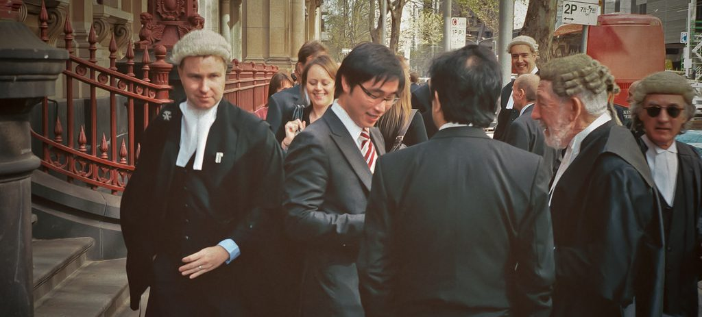 Juristeja parveilemassa