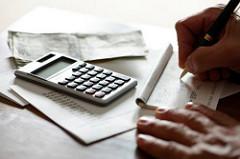 Asuntolainaa laskemassa
